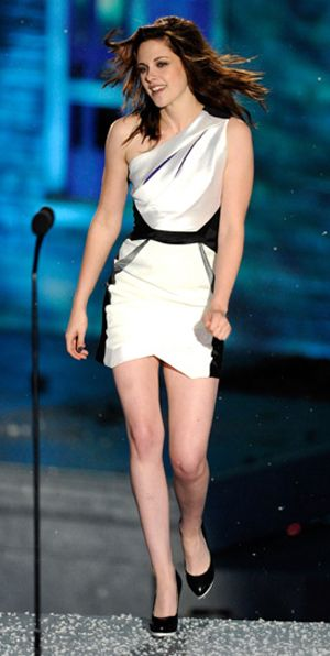 """LOS ANGELES, CA - OCTOBER 16: Actress Kristen Stewart accepts the Best Fantasy Actress award onstage during Spike TV's """"Scream 2010"""" at The Greek Theatre on October 16, 2010 in Los Angeles, California. (Photo by Michael Caulfield/Getty Images) *** Local Caption *** Kristen Stewart"""