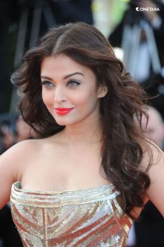 Aishwarya-Rai-Bachchan-Hot-Photos-141