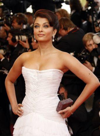 aishwarya-rai-white-dress-2009-0
