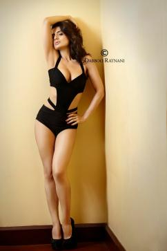Amisha-Patel-She-is-beautiful-5