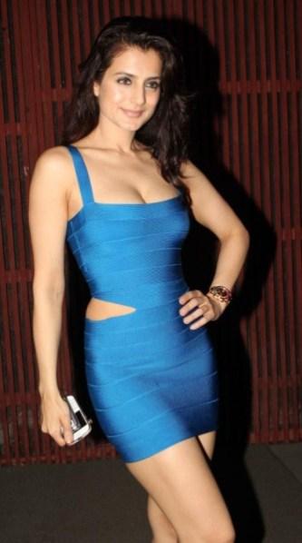 bollywood-amisha-patel-in-short-side-cut-tight-blue-dress