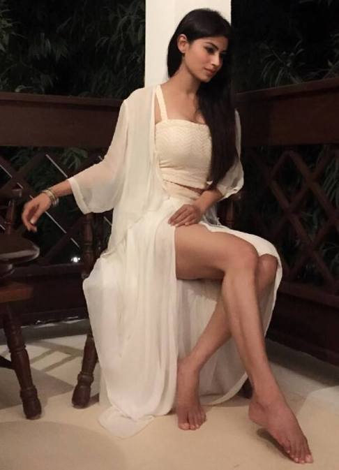 Mouni Roy Ready to Sleep in Night Wear Hot legs in free skill for Summer speacial @ ActHost.Blogspot.com