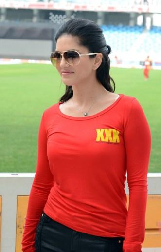 Sunny-Leone-Red-T-Shirt-Hot-Stills-7