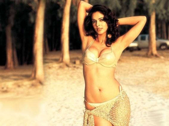 Mallika-Sherawat-Hot-In-a-golden-bikini