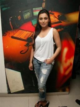 rani-mukherjee-sexy-still-white-tops-and-jeans