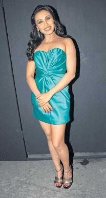 rani-mukherjee-strapless-dress-glamour-pic