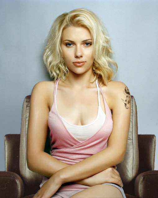 Scarlett-Johansson-Boobs-Size