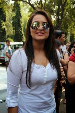 Sonakshi Sinha Latestl Pics in White T-Shirt (11)