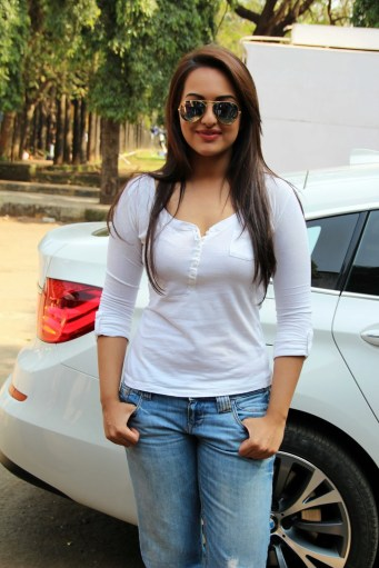 Sonakshi Sinha Latestl Pics in White T-Shirt (3)