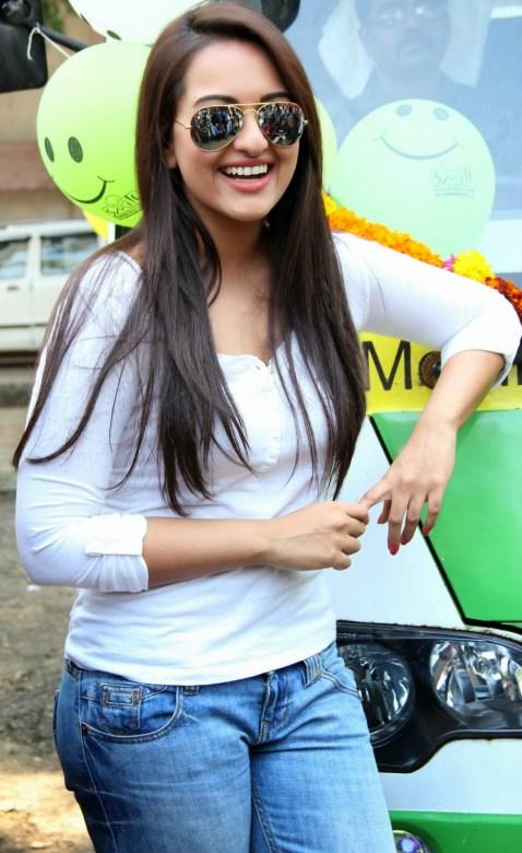 Sonakshi Sinha Latestl Pics in White T-Shirt (8)
