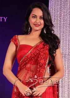 Sonakshi-Sinha-Red-Hot-Saree-5