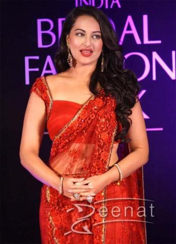 Sonakshi-Sinha-Red-Hot-Saree-6