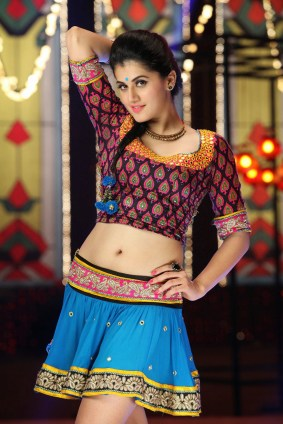 Taapsee Pannu Hot Cute Spicy Images Stills Photoshoot Pictures Wallpapers Gallery Saree Navel Cleavage Boobs Exposing Desi Actress Heroin Telugu Tamil 6