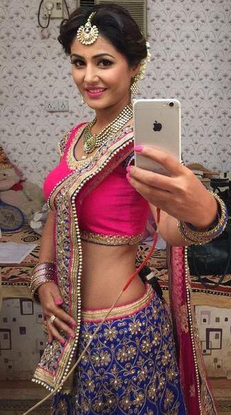 yeh-rishta-kya-kehlata-hai-actress-akshara-aka-hina-khan-has-treat-her-fans - Copy