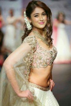 25843b056a64ef08b3061f08c8166c7e--bollywood-actress-bollywood-fashion