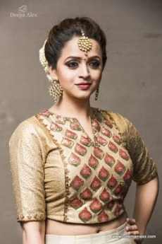 Bhavana-latest-hot-navel-show-photos-from-Kerala-Fashion-League-09