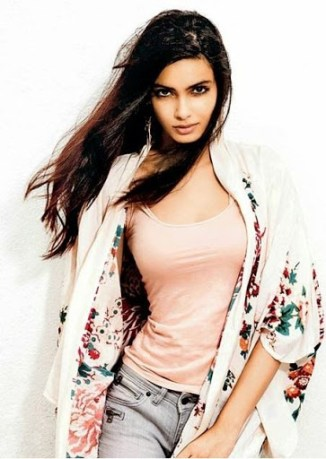 H0t-and-exy-cleavages-pctures-Diana-Penty-fun-roundup