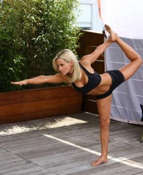 jenny-mccarthy-leaning-yoga-pose-danksin-fall-2011-campaign