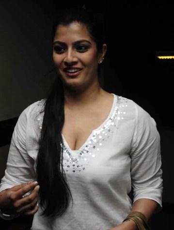 large_varalakshmi-sarathkumar-body-measurements-big-bra