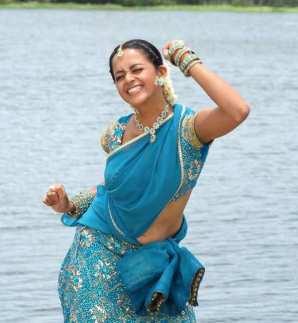 mallu-actress-bhavana-navel-hot-saree-wet-photos_actressinsareephotos.blogspot.com_3