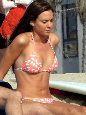 Odette-Annable-bikini-candids-on-the-set-of-Westside-27