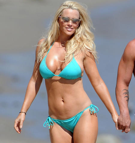 Jenny McCarthy shows off her bikini body on the beach with boyfriend Paul Krepelka. The couple were joined by Jenny's son Evan and her parents for a long lunch on the sand near her Malibu home. Pictured: Jenny McCarthy and Paul Krepelka Ref: SPL312018 080911 Picture by: Richard Beetham / Splash News Splash News and Pictures Los Angeles: 310-821-2666 New York: 212-619-2666 London: 870-934-2666 photodesk@splashnews.com