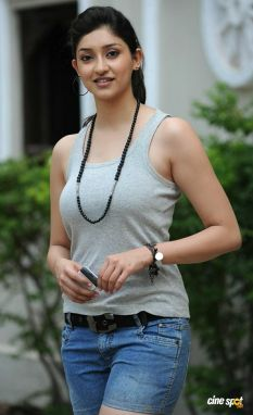 Actress Tanvi Vyas Latest Images in Nenem Chinna Pillana