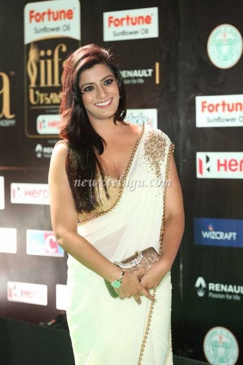 Varalaxmi_Sarath_Kumar_at_IIFA_Awards-2