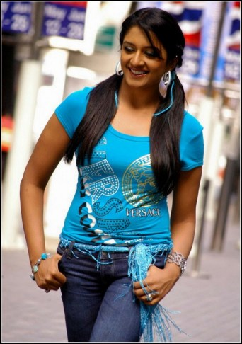 Vimala Raman Hot Stills in Jeans