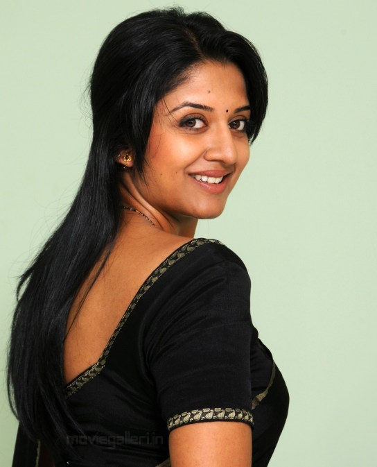 Vimala_Raman_Black_Saree_Photoshoot_01