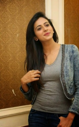Actress-Rakul-Preet-Singh-Latest-Cute-Hot-Exclusive-Spicy-Photoshoot-Gallery-At-Rough-Movie-Success-Meet12