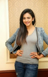 Actress Rakul Preet Singh Live Pics in open hairstyle, Torn jeans Style for Girls_IndianRamp