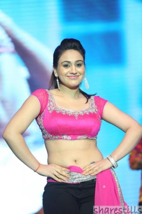 aksha-pardasany-hot-dance-at-aadu-magadura-bujji-audio-launch-22