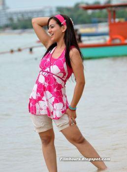 Aksha Pardasany Hot Stills 19