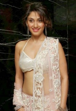Manjari-Phadnis-Body-Measurements-Height-2016-Bra-Size-Age-Weight-Affairs