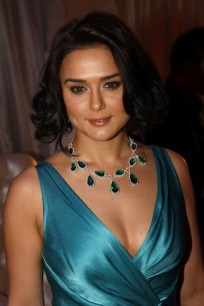 preity-zinta-attends-cannes-soiree-chopard-photocall-may-14-2008-62