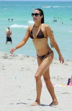 Robin-Thicke-Paula-Patton-Miami-Beach-364x560