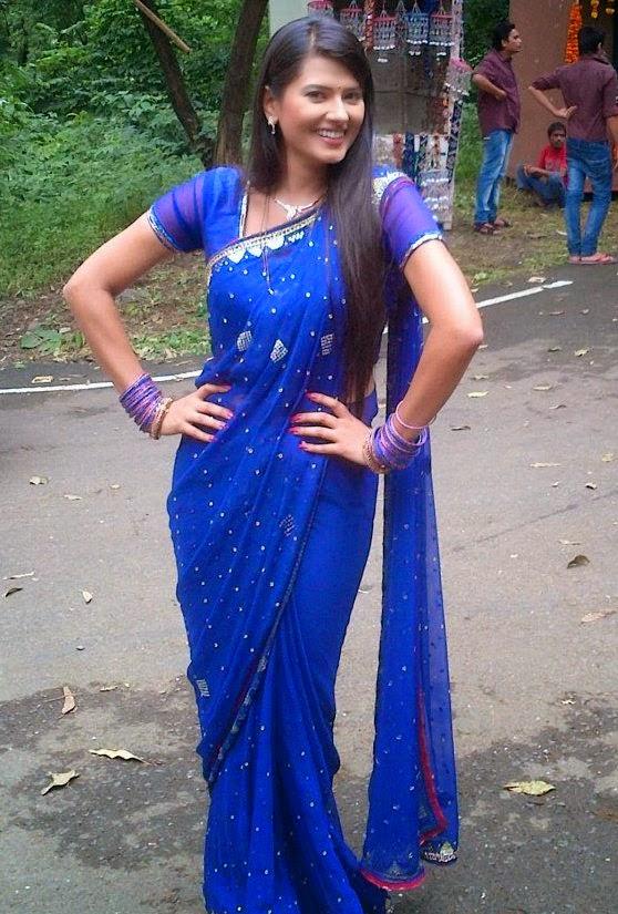 TV-Actress-Kratika-Sengar-Photos-in-Blue-Saree-2