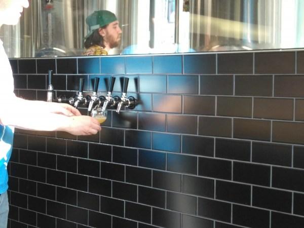 Dispensaireモントリオールのクラフトビール、試し飲み
