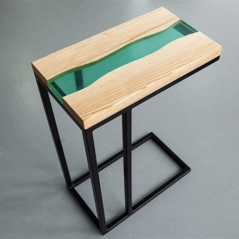 прикроватный столик из эпоксидной смолы