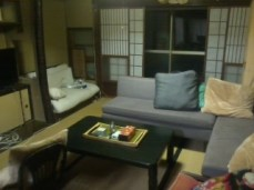 Volunteer machiya living room