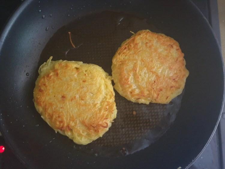 Frying the potato pancakes