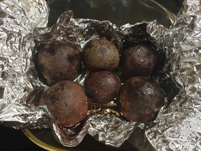 Baked beets in foil