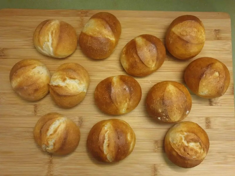 Bread rolls with different formulations