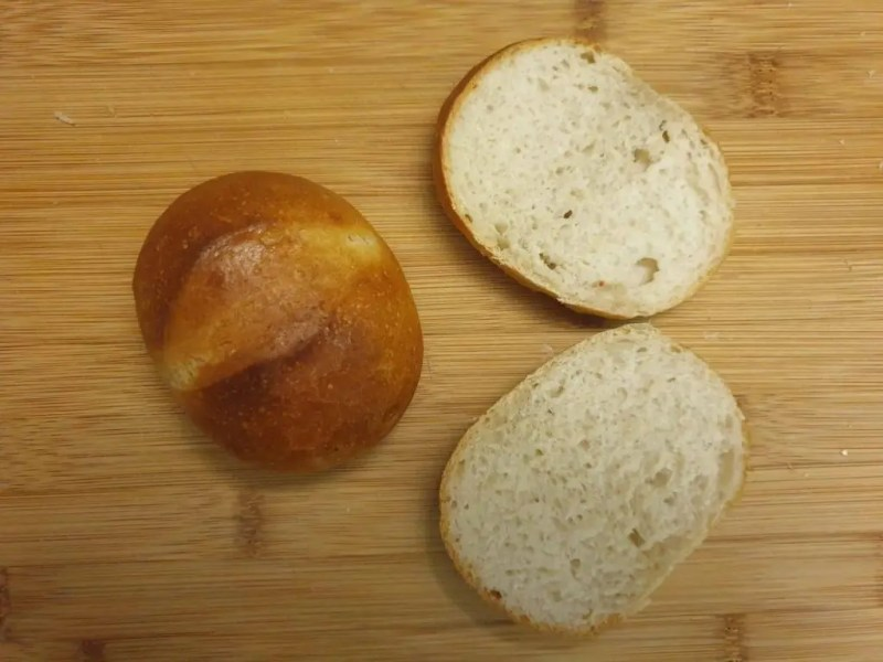 Bread roll with active rye malt