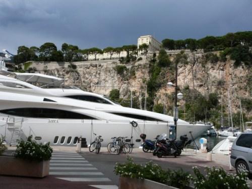 Yacht sous le Palais princier