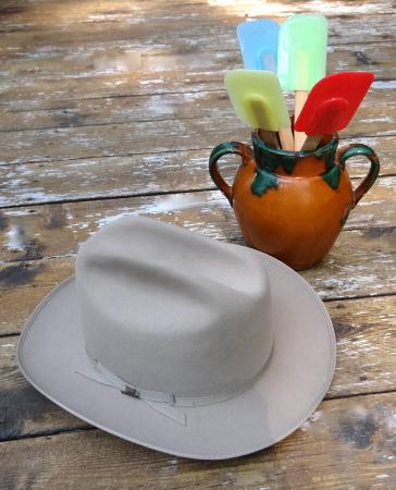 cowboyhatand spatula