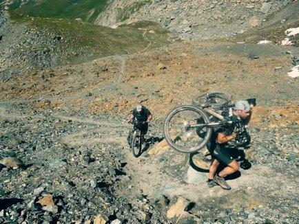 Alpencross Moutainbike, Tragepassage