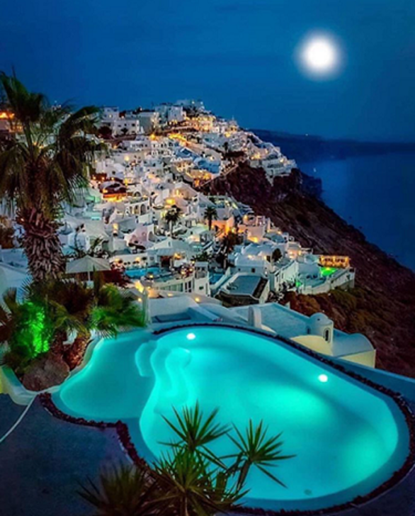 Santorini, Photo by: santoriniflue (Source: Instagram)