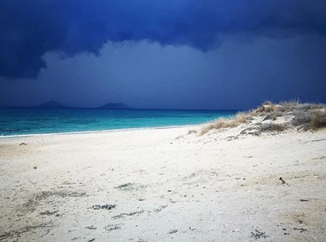 Plaka Beach, Photo by: claudiellagabbanella (Source: Instagram)